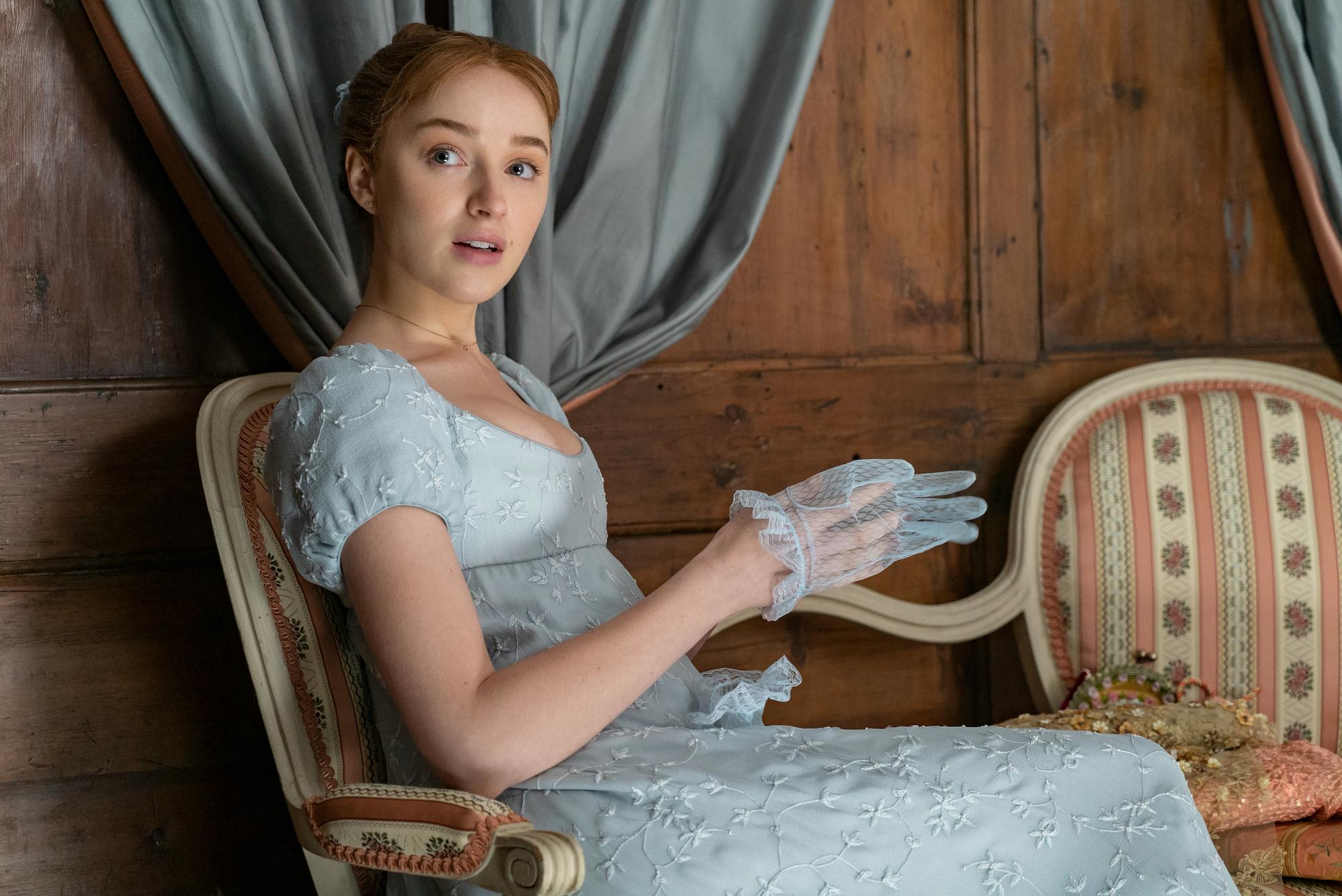 PHOEBE DYNEVOR as DAPHNE BRIDGERTON in episode 102 of 'BRIDGERTON'