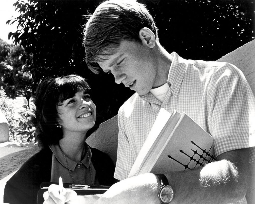 Ron Howard and Cindy Williams near a tree