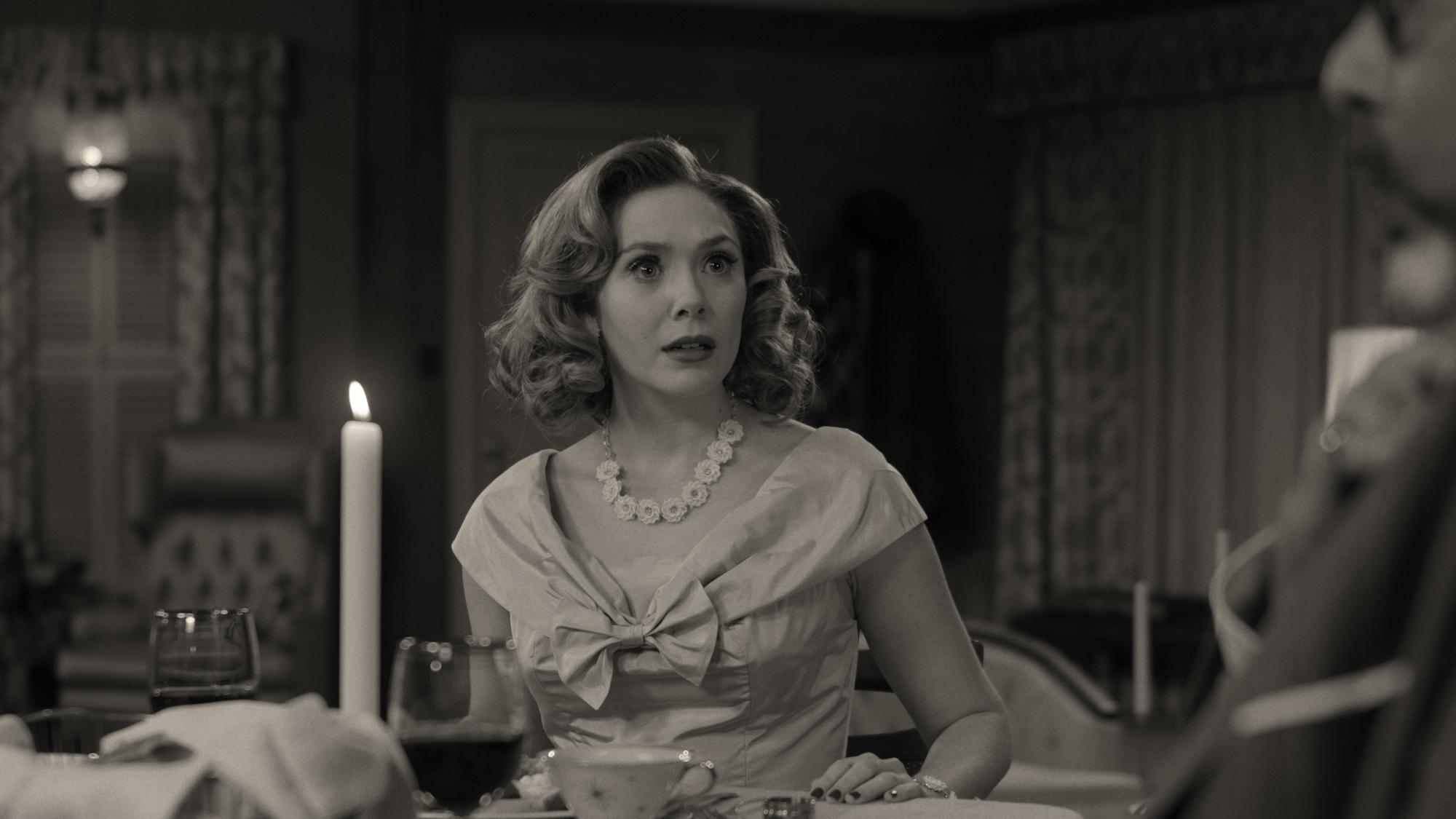 Элизабет Олсен в роли Ванды в Disney + WandaVision