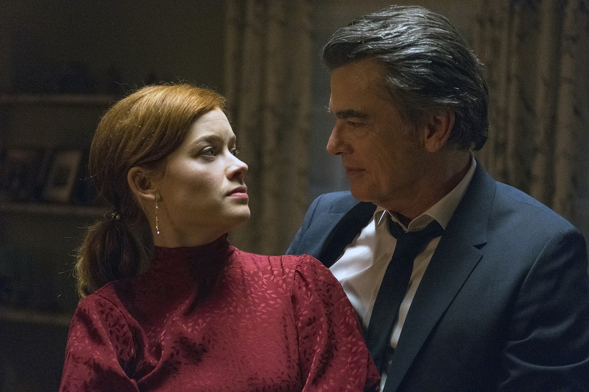 (L-R) Jane Levy as Zoey Clarke, Peter Gallagher as Mitch in 'Zoey's Extraordinary Playlist'