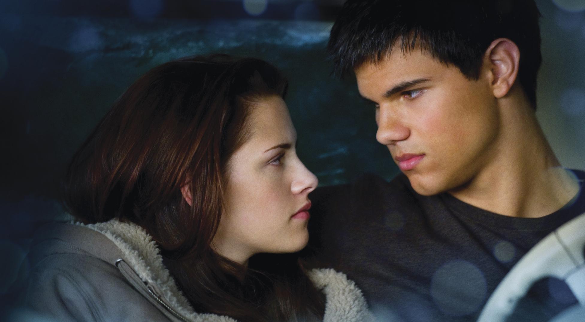 Bella Swan (Kristen Stewart) and Jacob Black (Taylor Lautner) in 'New Moon'