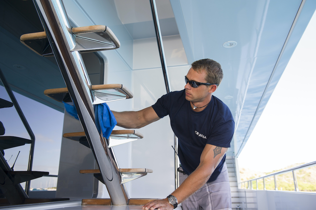 Kelley Johnson from 'Below Deck' cleaning the boat