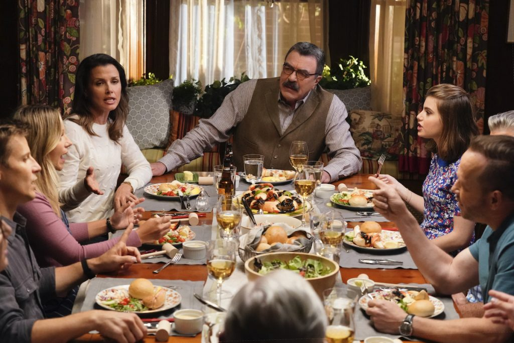 Will Estes as Jamie Reagan, Vanessa Ray as Officer Eddie Janko, Bridget Moynahan as Erin Reagan, Tom Selleck as Frank Reagan, Sami Gayle as Nicky Reagan-Boyle, Donnie Wahlberg as Danny Reagan eat together at the dinner table together on 'Blue Bloods'