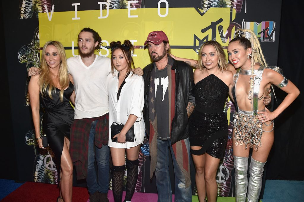 Miley Cyrus and her family members