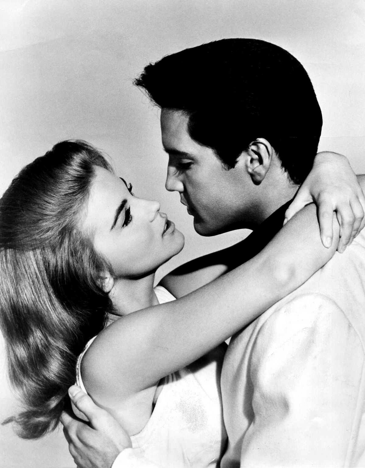 Black and white photo of Ann-Margret and Elvis Presley hugging and looking into each other's eyes in 'Viva Las Vegas'