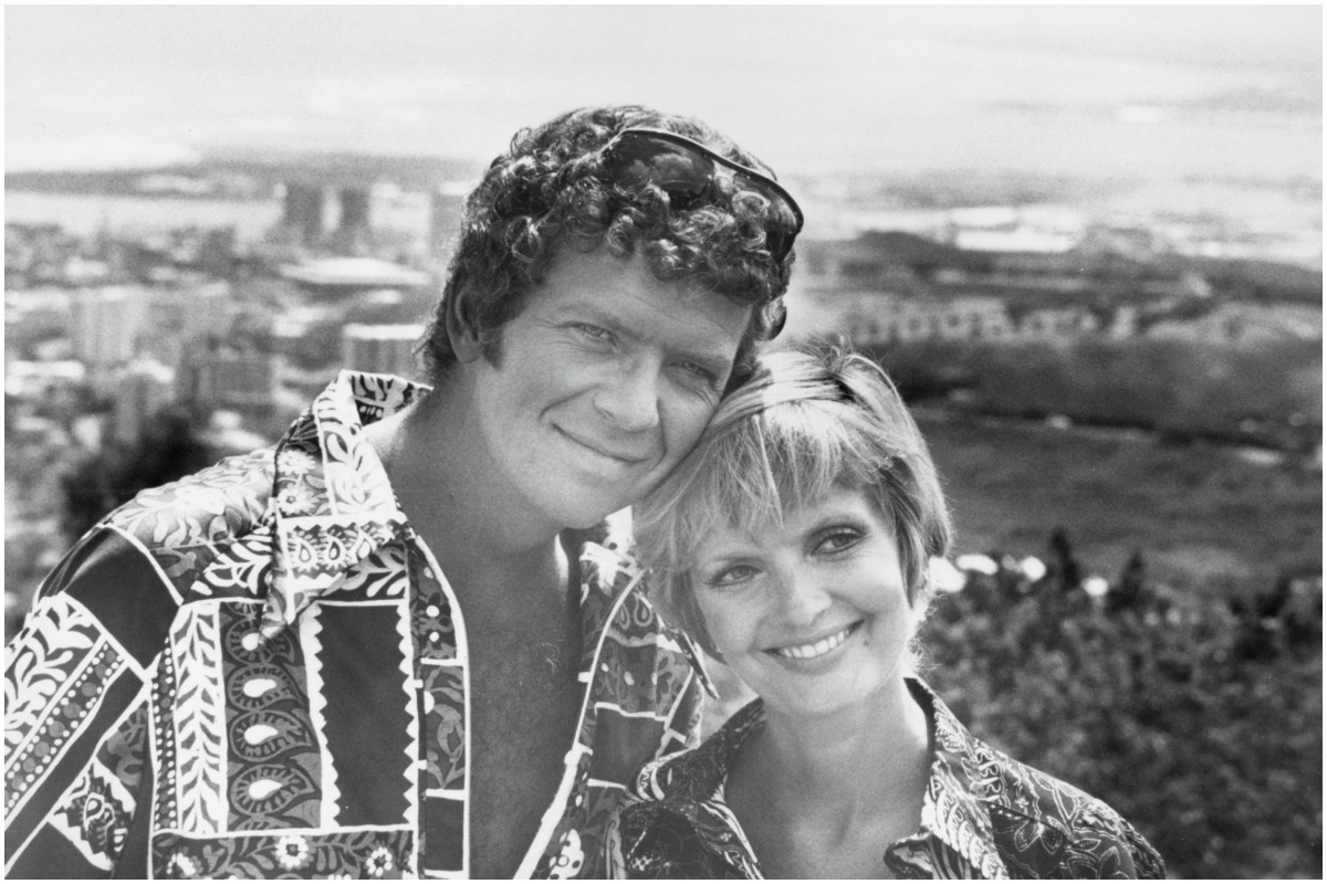 """UNITED STATES - OCTOBER 20: THE BRADY BUNCH - """"Hawaii"""" 9/22/72 Robert Reed, Florence Henderson"""