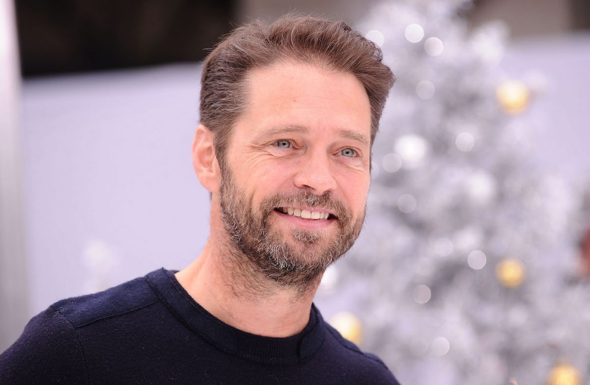 Jason Priestley smiles for photographers at the premiere of 'The Star'
