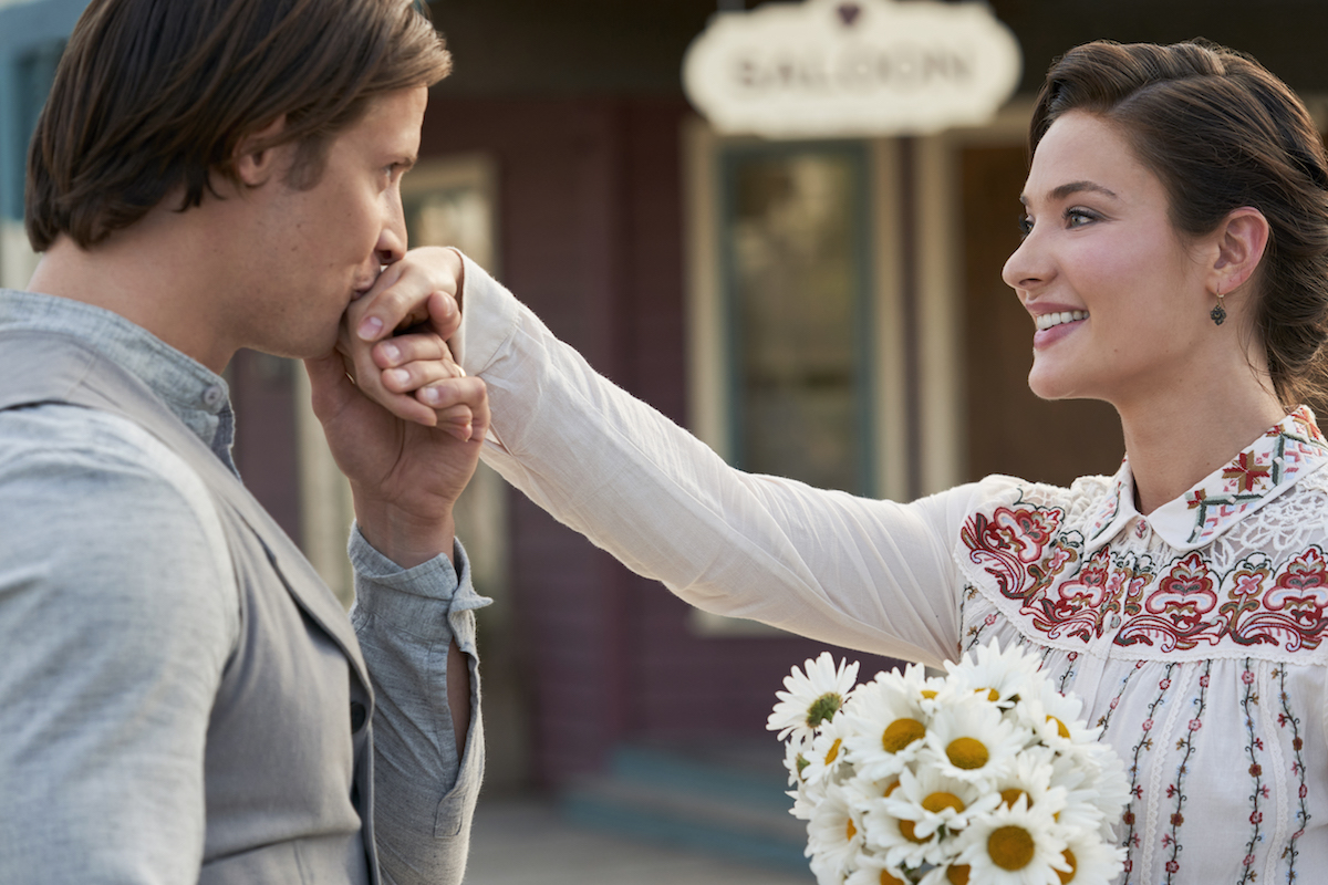 Jesse kisses Clara's hand in When Calls the Heart Season 8 premiere