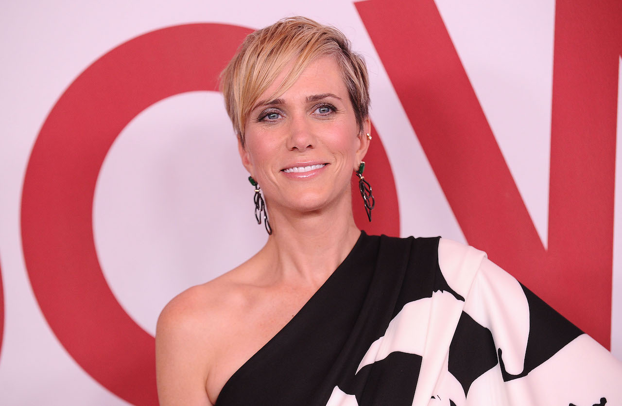 """Kristen Wiig attends the premiere of """"Downsizing"""" at Regency Village Theater"""