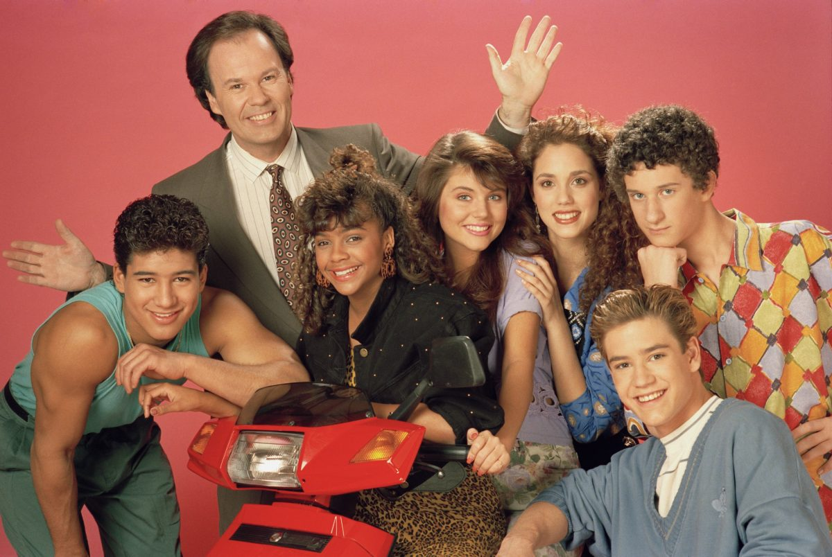 SAVED BY THE BELL -- Season 2 -- Pictured: (l-r) Mario Lopez as Alabert Clifford 'A.C.' Slater, Dennis Haskins as Mr. Richard Belding, Lark Voorhies as Lisa Turtle, Tiffani Thiessen as Kelly Kapowski, Elizabeth Berkley as Jessie Spano, Mark-Paul Gosselaar as Zachary 'Zach' Morris, Dustin Diamond as Screech Powers