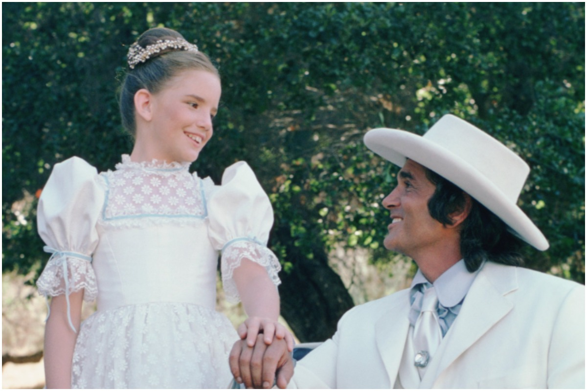 'Little House on the Prairie': Melissa Gillbert in a white dress, Michael Landon in a white hat and white suit.