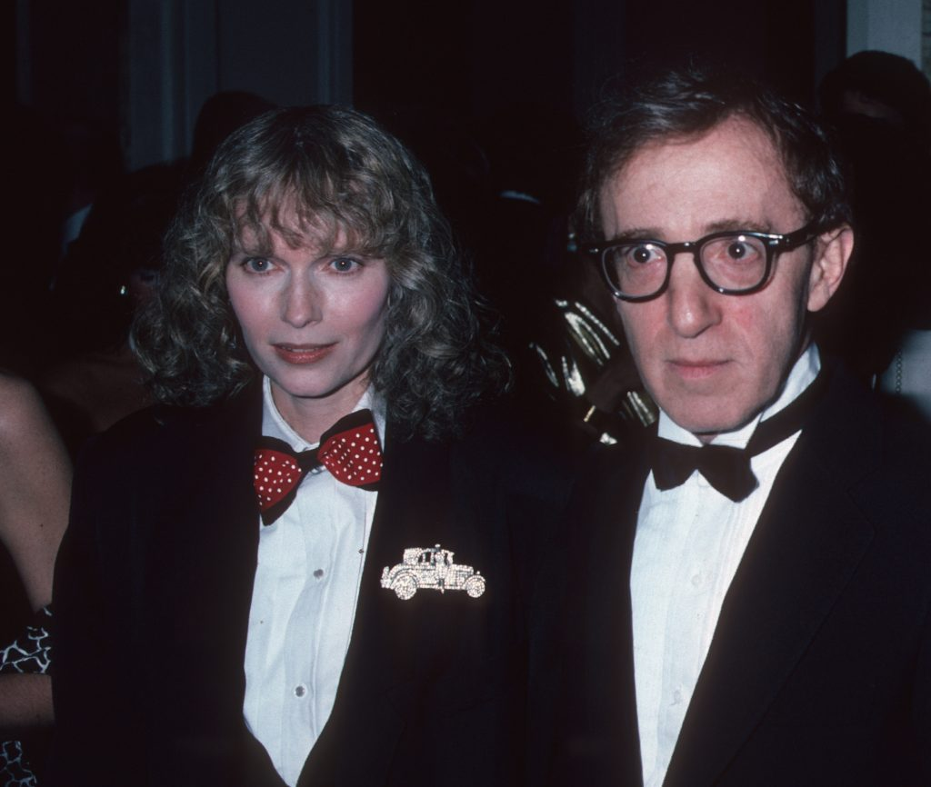Woody Allen and Mia Farrow walking together in 1986