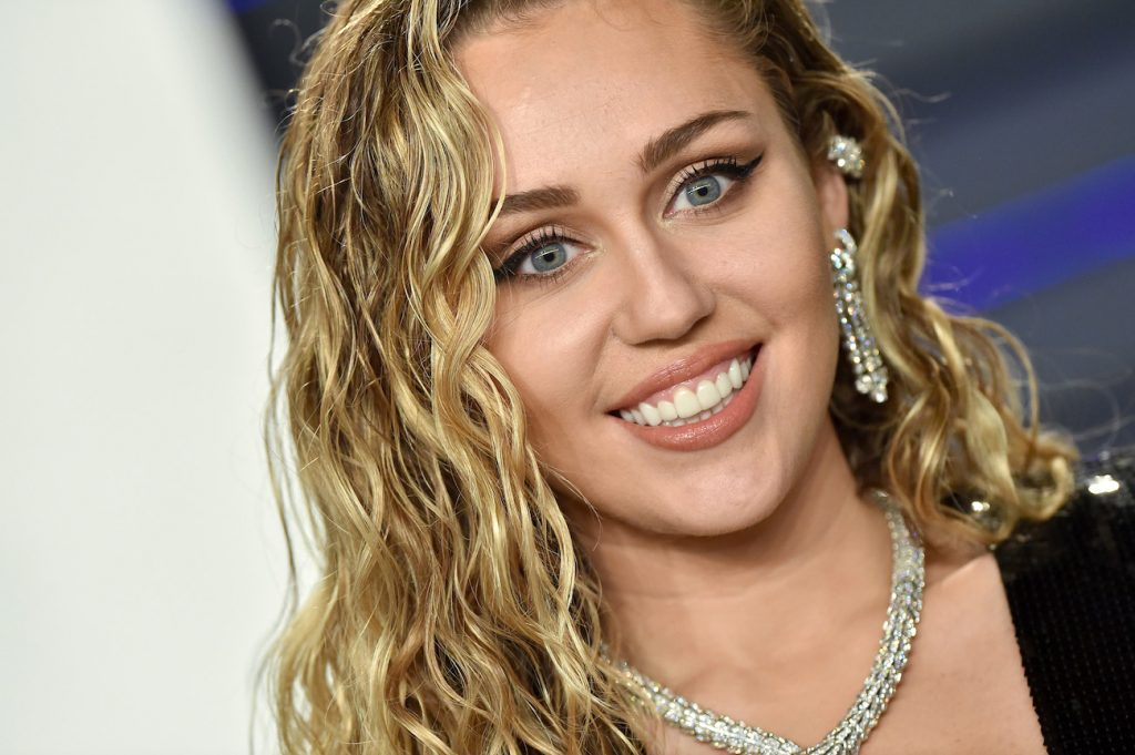 Who's Miley Cyrus performing with at the 2021 Grammy Awards