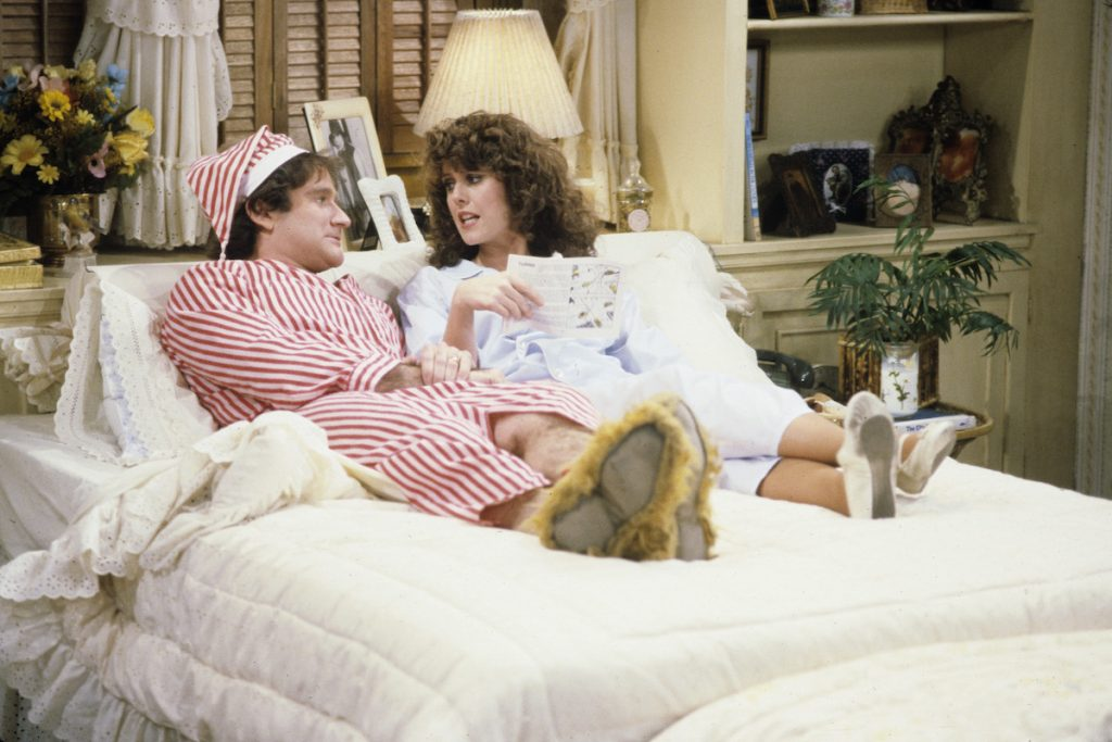 Robin Williams and Pam Dawber in 'Mork & Mindy' in 1982