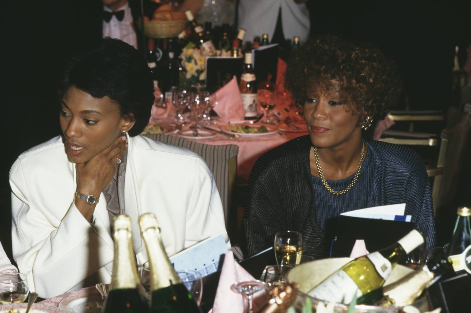 Robyn Crawford, left, and American singer Whitney Houston (1963 - 2012), circa 1988.