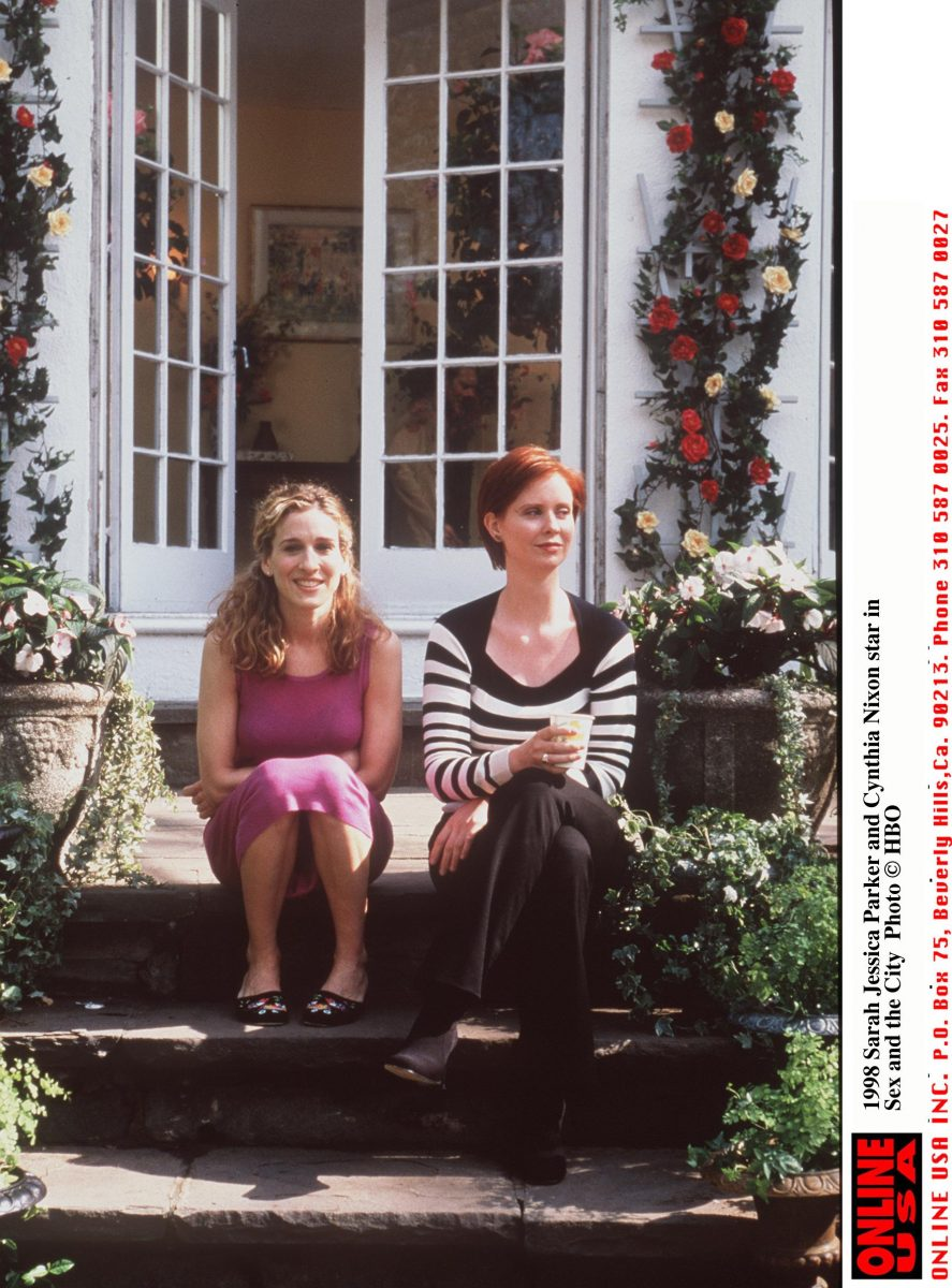 Sarah Jessica Parker as Carrie Bradshaw and Cynthia Nixon as Miranda Hobbes on location for 'Sex and the CIty'