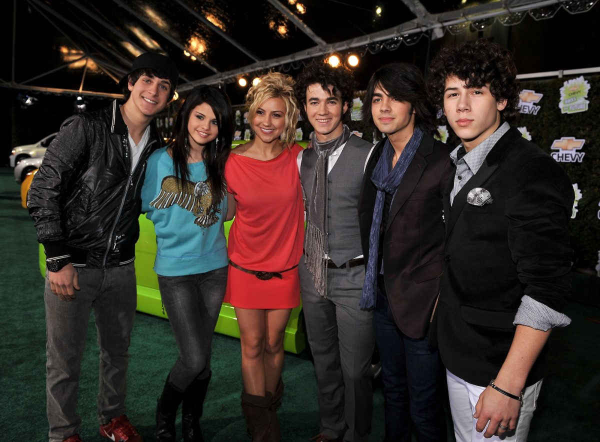 Selena Gomez with the Jonas Brother and other Disney Channel stars