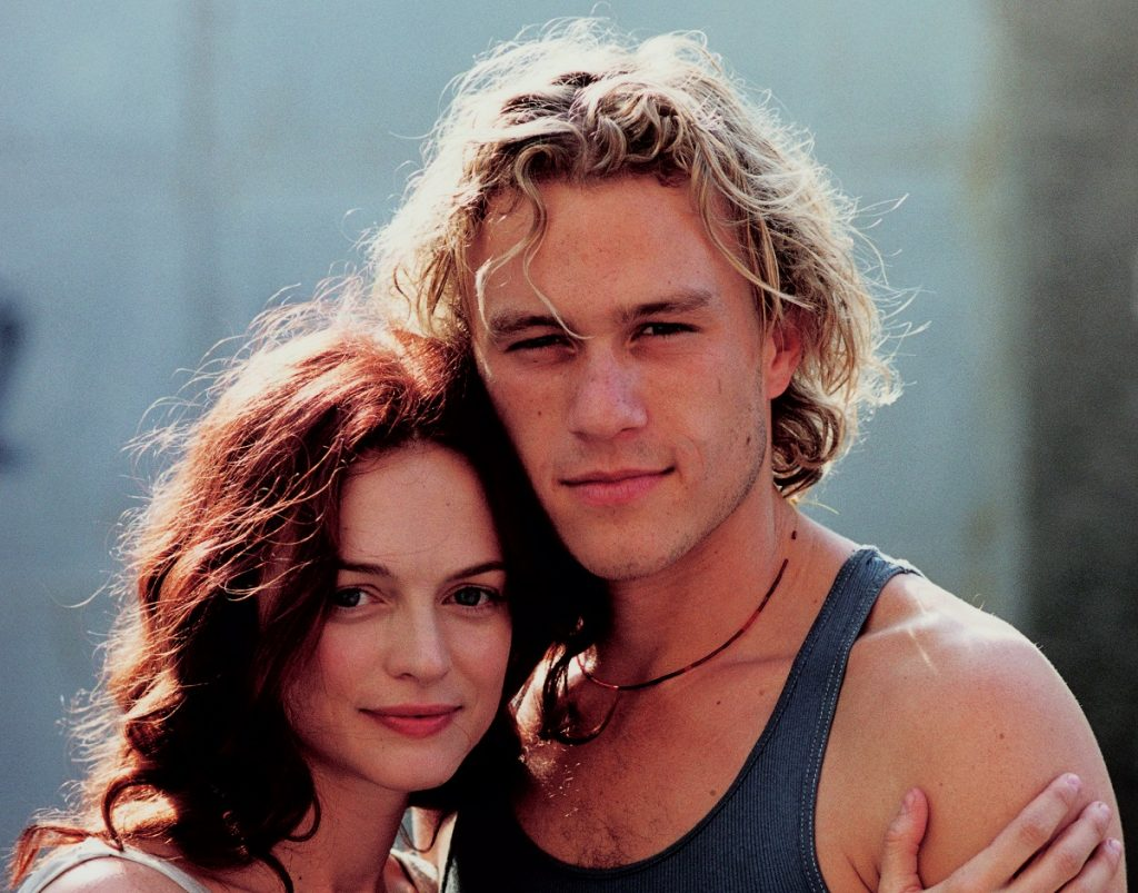 Heather Graham on the set of the film 'From Hell' in Prague, with her boyfriend, Australian actor Heath Ledger, in 2000.