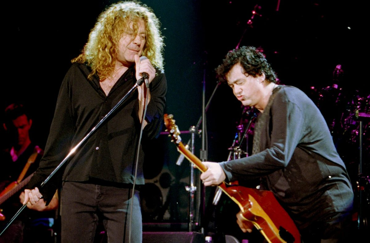 Robert Plant and Jimmy Page performing together in the '90s