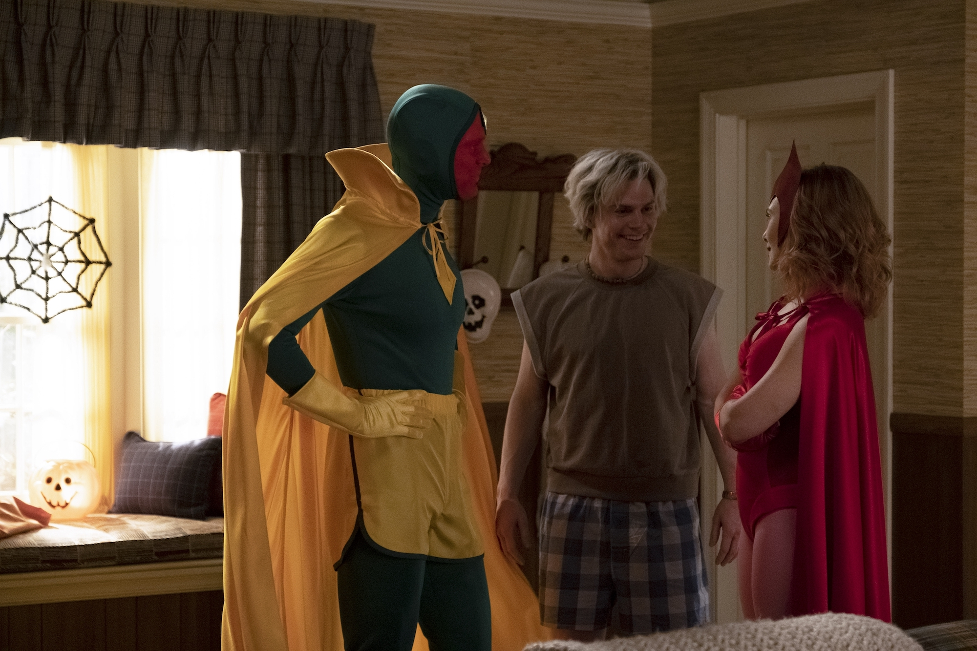 Paul Bettany, Evan Peters, and Olsen in 'WandaVision' Episode 6