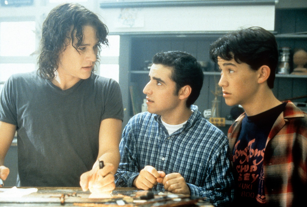 (L-R) Heath Ledger, David Krumholtz, and Joseph Gordon-Levitt standing at table in a scene from the film '10 Things I Hate About You', 1999.
