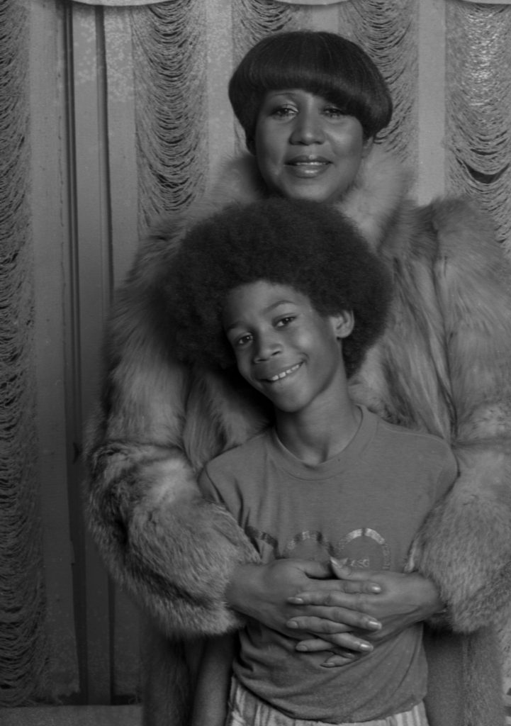 Black-and-white photo of Aretha Franklin and her son Kecalf