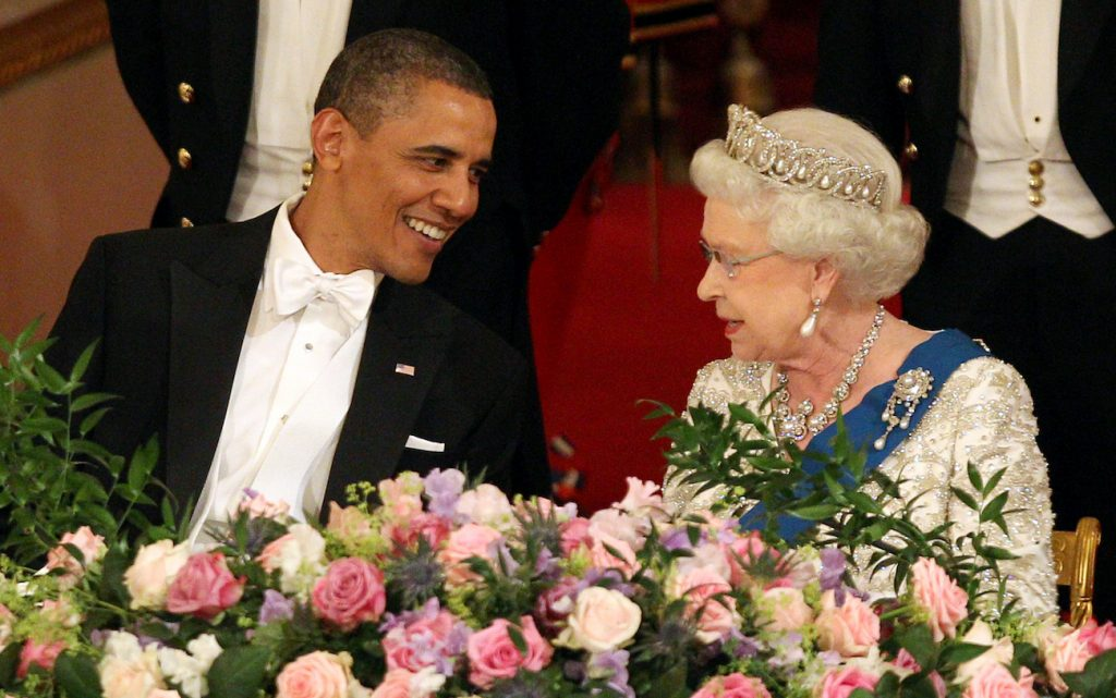 Barack Obama and Queen Elizabeth talking to each other at a state dinner