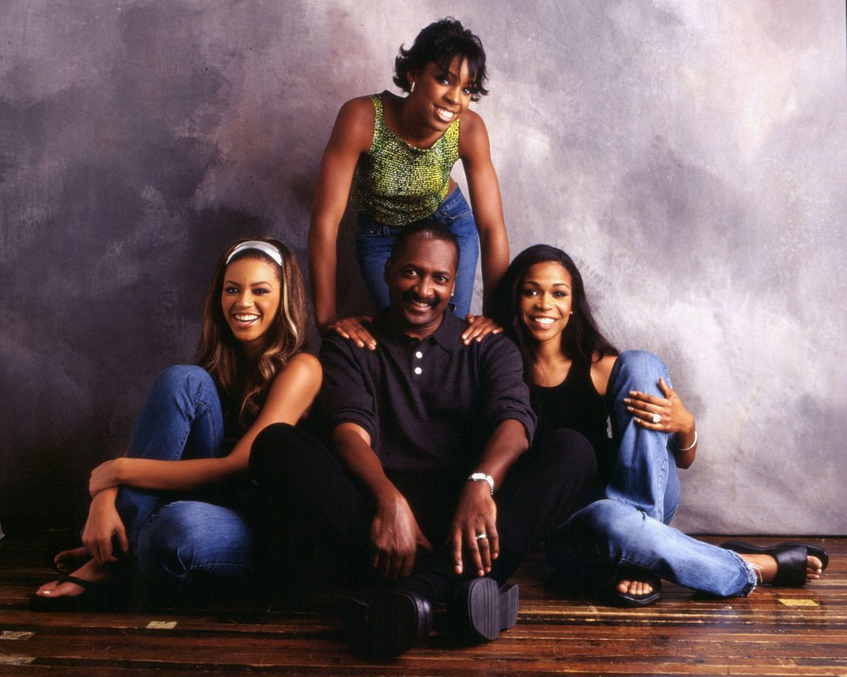 Destiny's Child poses with Mathew Knowles