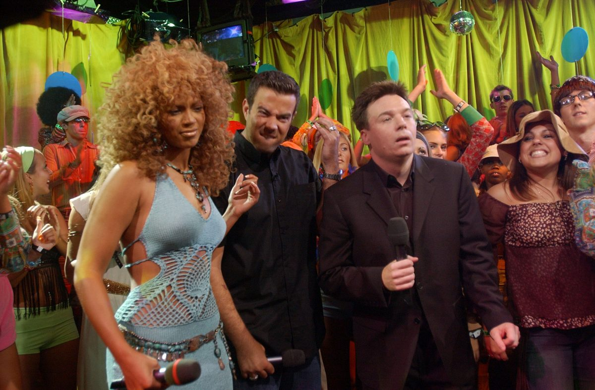 Beyoncé and Mike Myers dancing on TRL