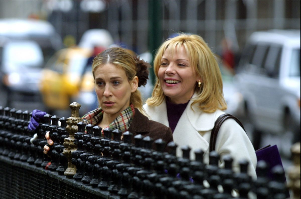 Sarah Jessica Parker and Kim Cattrall film a scene for 'Sex and the City' in 2001