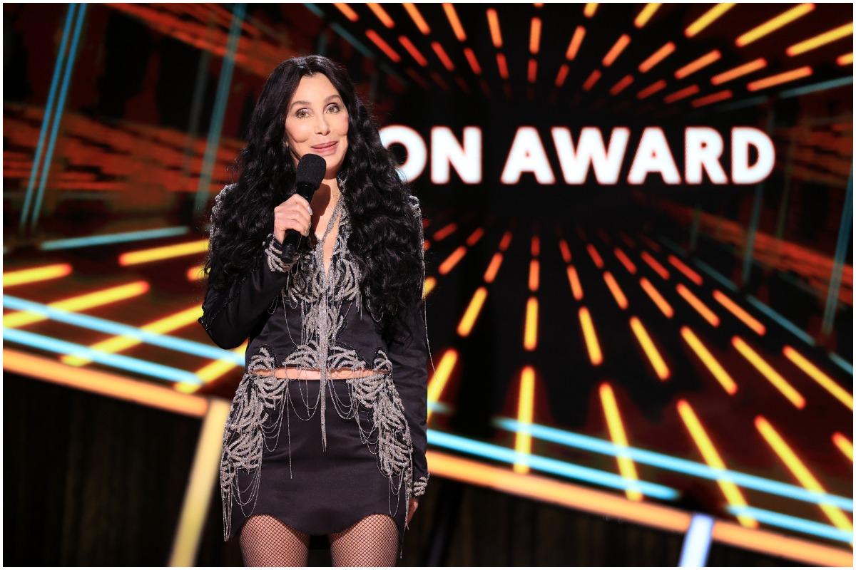 Cher posing at the Billboard Music Awards