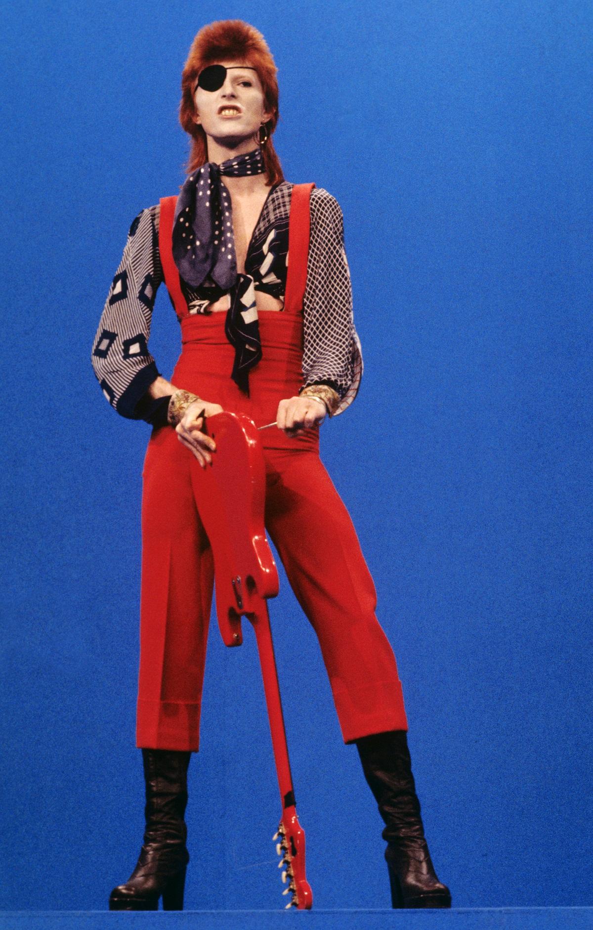 David Bowie wearing an eyepatch performing Rebel Rebel on TopPop in 1974