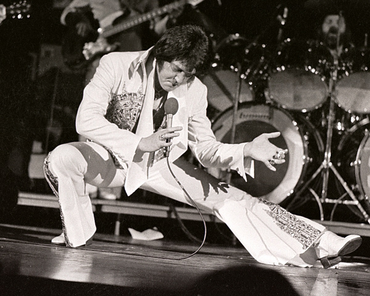 Elvis Presley performs in concert at the Milwaukee Arena on April 27, l977 in Milwaukee, Wisconsin
