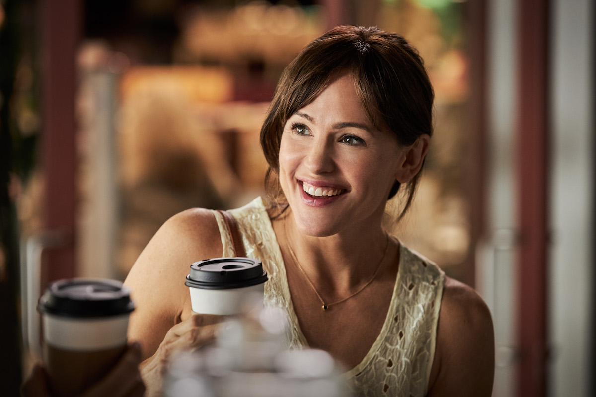 Jennifer Garner holding a coffee cup in Yes Day