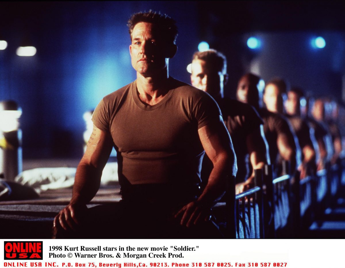 Kurt Russell at the front of a line of soldiers