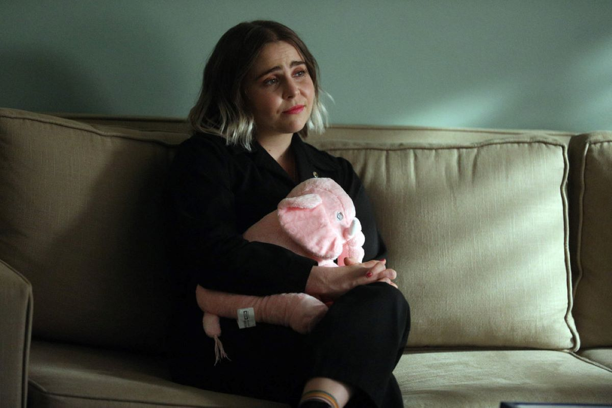 Mae Whitman in 'Good Girls'