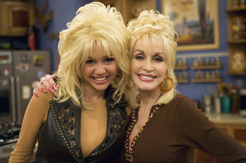 Miley Cyrus and Dolly Parton on set of Hannah Montana