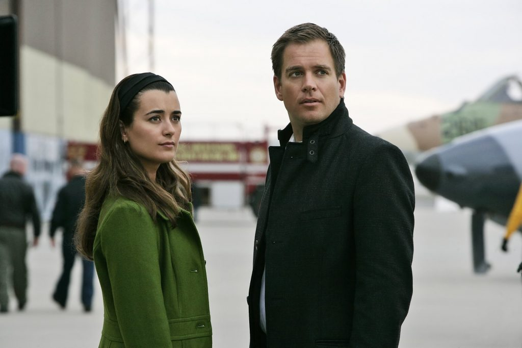 'NCIS' stars Cote de Pablo and Michael Weatherly on set in 2009