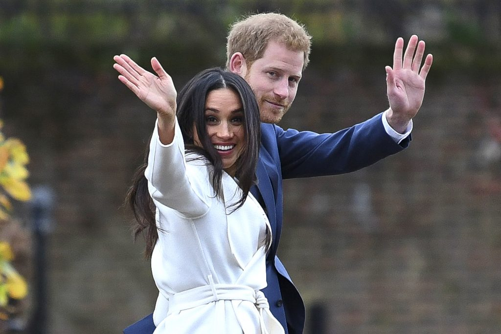 Prince Harry and Meghan Markle wave at their official photocall to announce their engagement