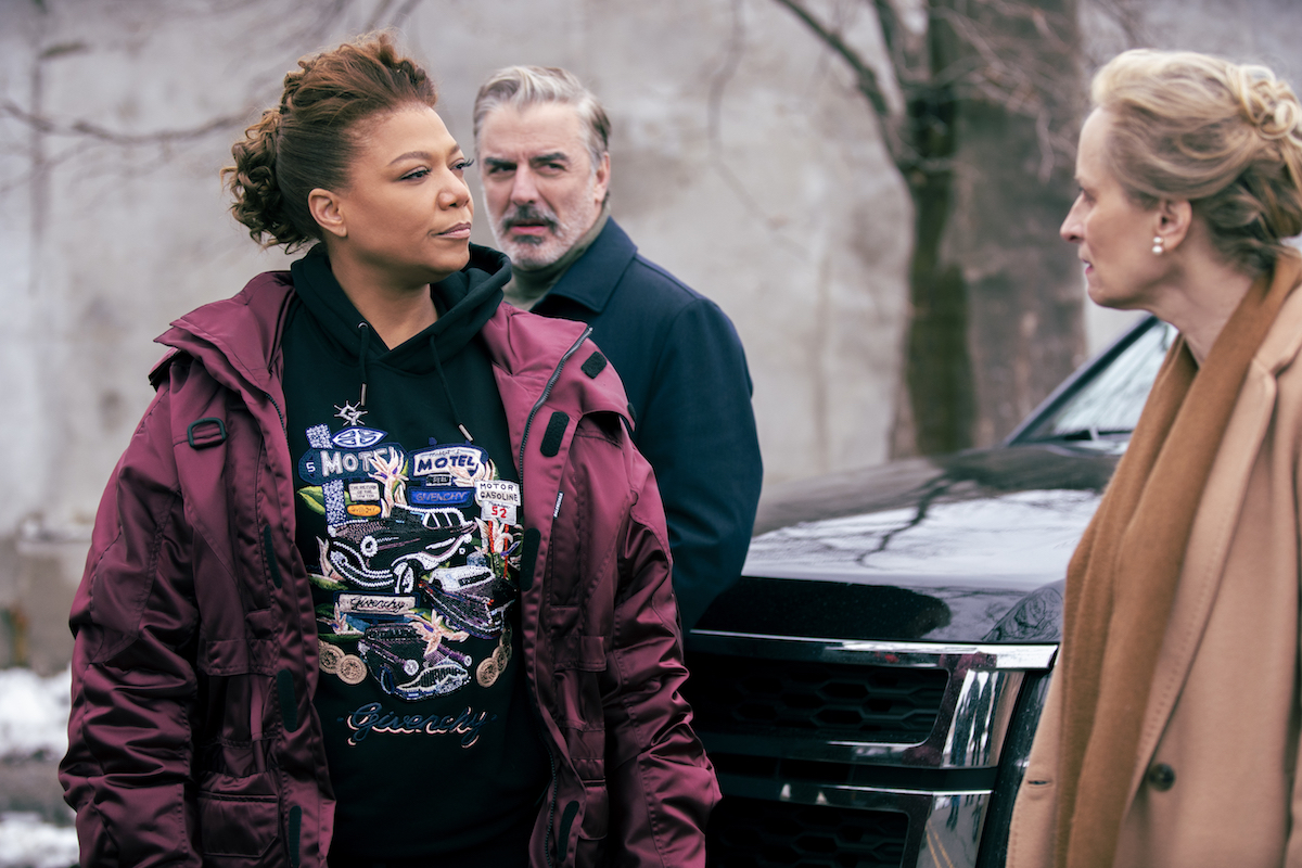 Queen Latifah as Robyn McCall talking to a woman in episode of the Equalizer