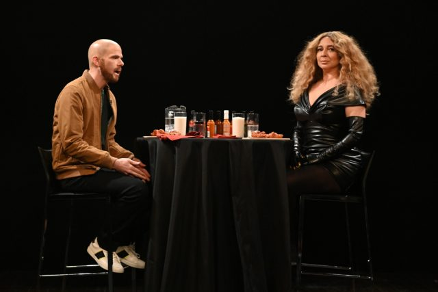 'SNL': 'Hot Ones' Host Sean Evans Reacts to Beyoncé Skit