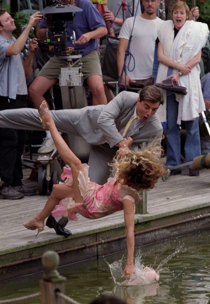 Sarah Jessica Parker as Carrie Bradshaw and Chris Noth as Mr. Big fall into Central Park Lake while filming a season 3 scene for 'Sex and the City'