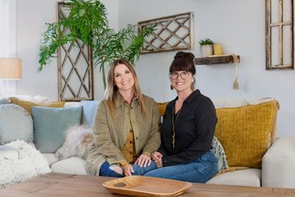 Lyndsay Lamb and Leslie Davis standing together from HGTV's 'Unsellable Houses'