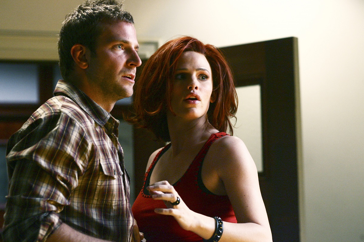 (L-R) Jennifer Garner, Bradley Cooper in 'Alias' episode