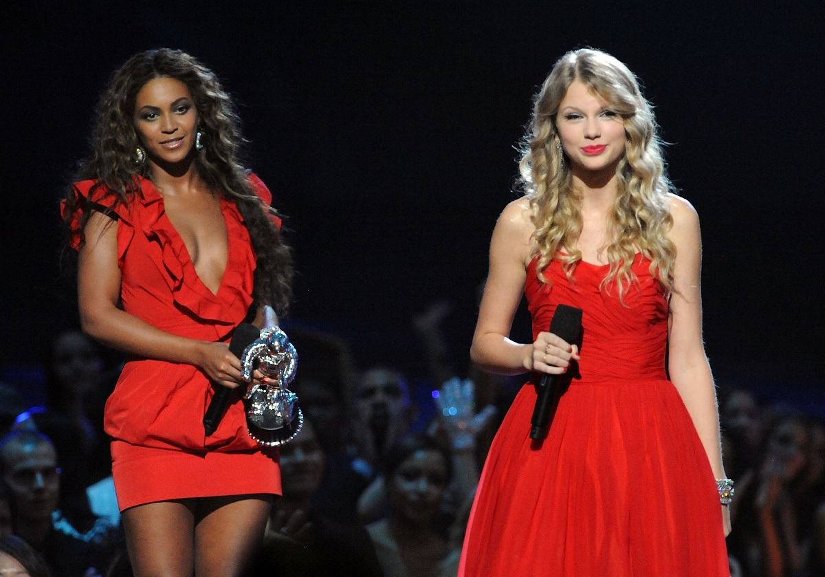 Taylor Swift speaks after Beyoncé won Video of the Year at the 2009 MTV Video Music Awards
