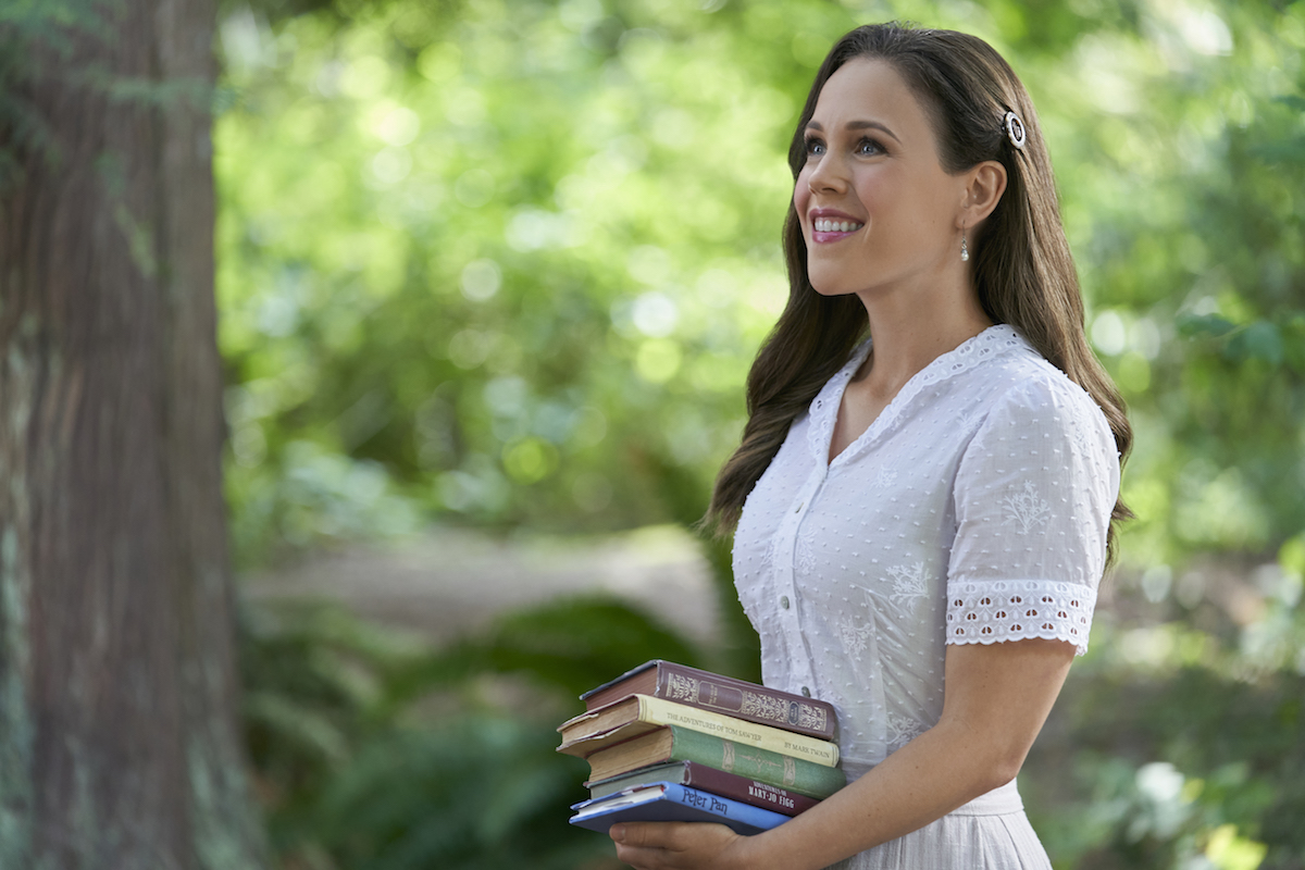 Elizabeth holding a stack of books in When Calls the Heart