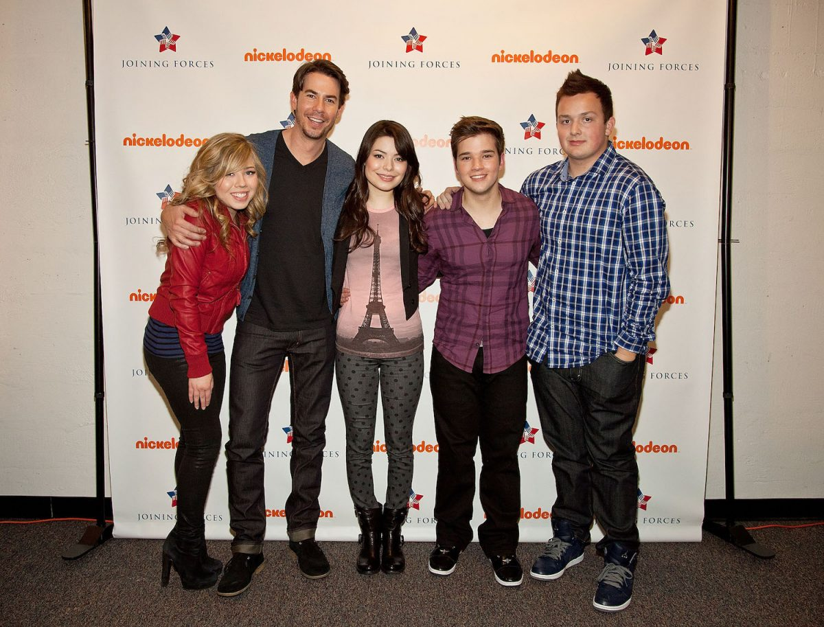 'iCarly' cast: Jennette McCurdy, Jerry Trainor, Miranda Cosgrove, Nathan Kress, and Noah Munck backstage at Naval Submarine Base New London