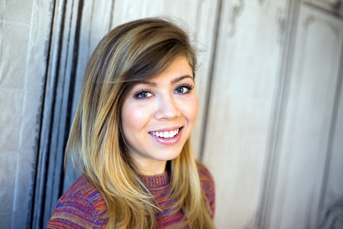 Jennette McCurdy smiling at AOL BUILD Speaker Series to discuss her series 'Between' in 2015