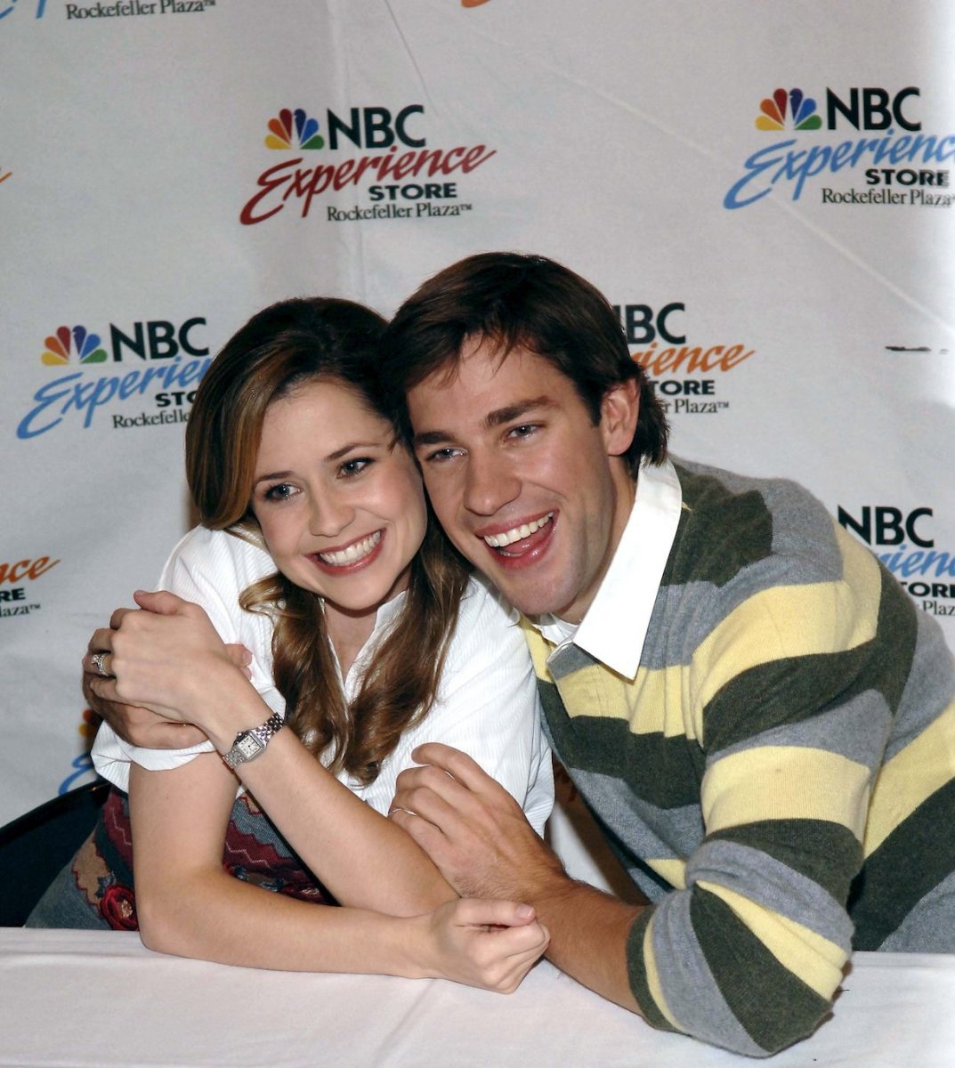 """Actors John Krasinski (R) and Jenna Fischer pose at the NBC Experience store at """"The Office"""" DVD release signing on September 21, 2006 in New York City"""
