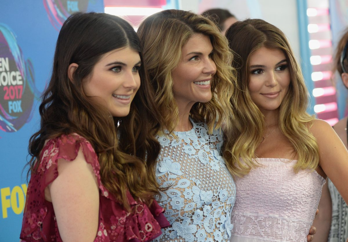 Lori Loughlin surrounded by her daughters Isabella and olivia